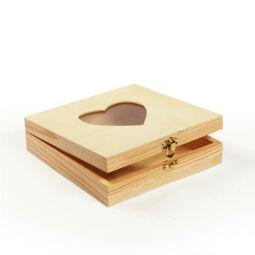 Fa doboz - négyzet, lapos, szíves ablakos, 19,3x19,3x5 cm