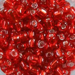 Átlátszó, ezüst béléses kásagyöngy, 4 mm - piros