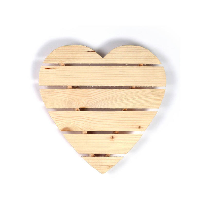 Fa szív lécekből, 3D, 30x29 cm